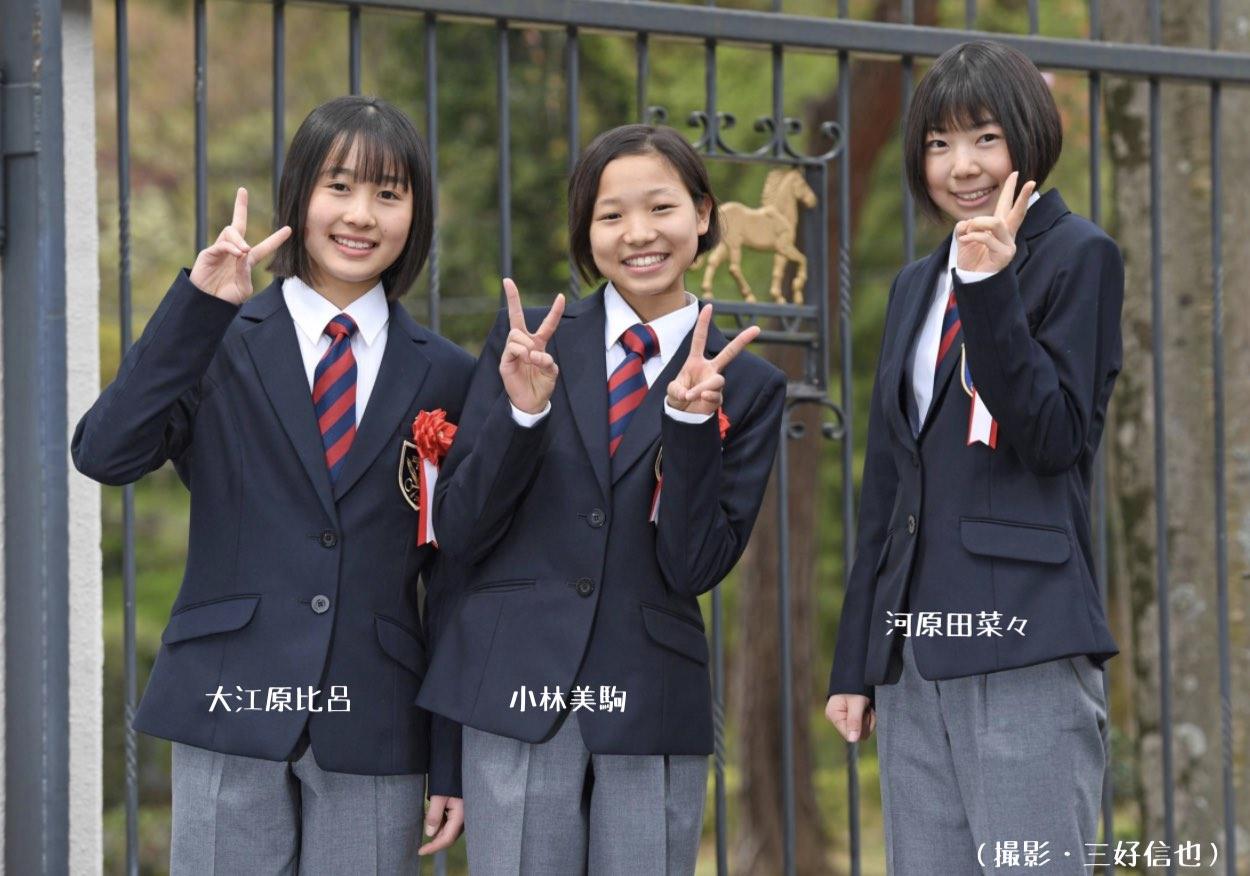 騎手課程39期生の大江原比呂と、小林美駒と、河原田菜々の写真画像